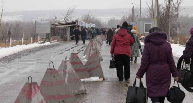 Пункт пропуска в Станице Луганской за сутки пересекли 11010 человек