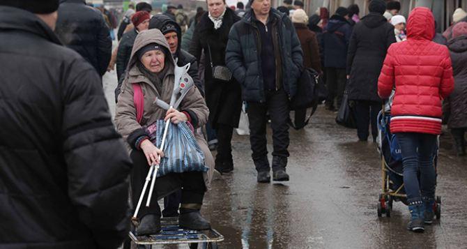 Пункт пропуска в Станице Луганской за сутки пересекли 9495 человек