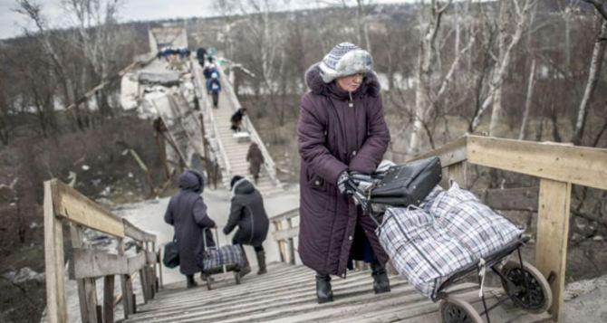 Пункт пропуска в Станице Луганской за сутки пересекли 8350 человек
