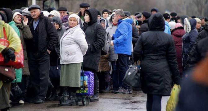 Пункт пропуска в Станице Луганской за сутки пересекли 8410 человек