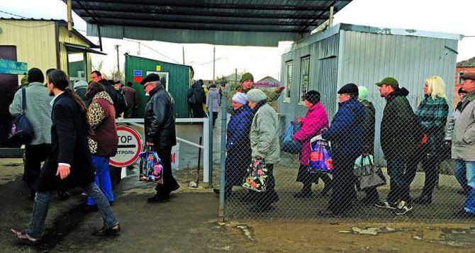 Пункт пропуска в Станице Луганской за сутки пересекли 8830 человек