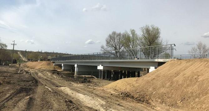 В Троицком заканчивают капитальный ремонт моста через реку Лугань (Фото)