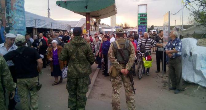 Пункт пропуска в Станице Луганской за сутки пересекли 10445 человек