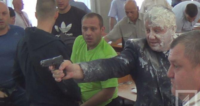 Кефир, зеленка, один ствол. Депутат горсовета стрелял отпугивая активистов «Правого сектора»