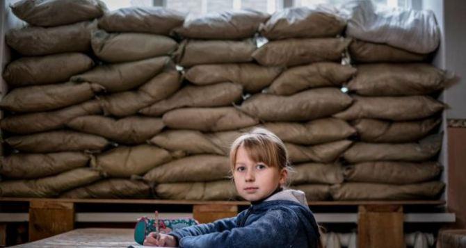 200 тысяч школьников Донбасса учатся под обстрелами
