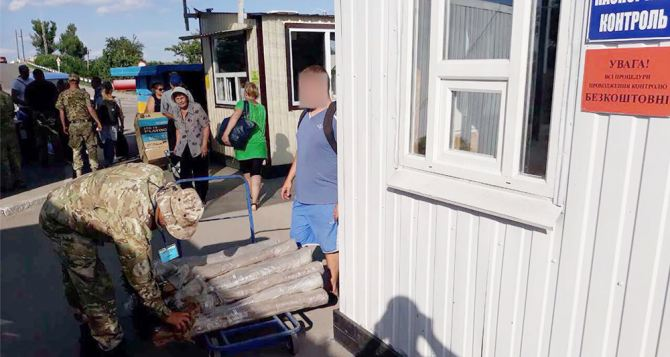 Пункт пропуска в Станице Луганской за сутки пересекли 9305 человек