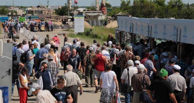 Пункт пропуска в Станице Луганской за сутки пересекли 9055 человек