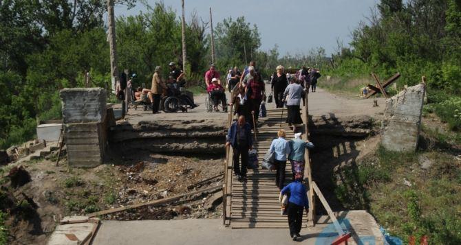 Пункт пропуска в Станице Луганской за сутки пересекли 9620 человек