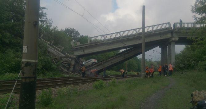 Взорван мост на трассе Красный Луч— Луганск: соцсети (фото)