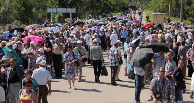Пункт пропуска в Станице Луганской за сутки пересекли 7885 человек