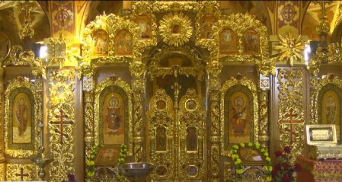На Луганщине уже пять лет существует уникальный янтарный храм