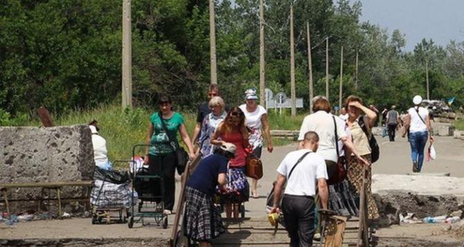 Пункт пропуска в Станице Луганской за сутки пересекли 11000 человек