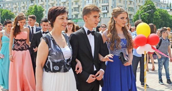 Выпускные балы в Луганске пройдут с 21 по 23июня