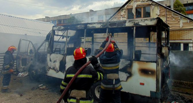 В Лисичанске сгорела маршрутка