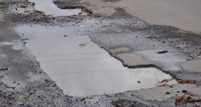 Стало известно почему в Луганской области нет качественных дорог