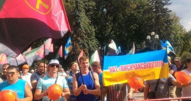 Шахтеры Луганщины опять пикитировали Верховную Раду