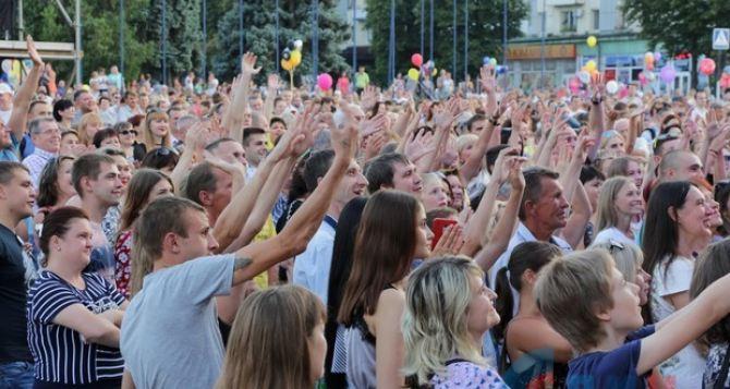 В Луганске прошел бесплатный концерт звезд российской эстрады