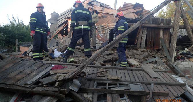 В Лисичанске взрыв бытового газа. Разрушен жилой дом. Пострадавшая в реанимации