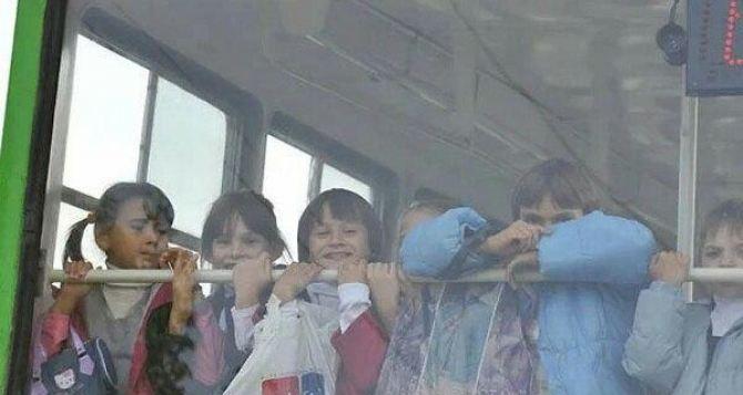 Школьники ЛНР получат бесплатный проезд в общественном транспорте с понедельника по субботу