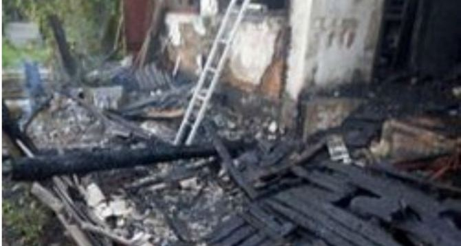 Четыре человека погибли в Алчевске при пожаре в жилом доме