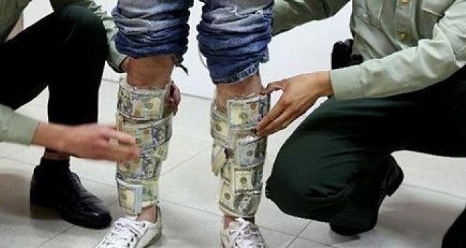 90 тысяч долларов пытались пронести под одеждой через переход «Изварино»