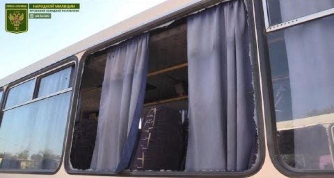 Рейсовый автобус с мирными жителями попал под обстрел у поселка Золотое-5