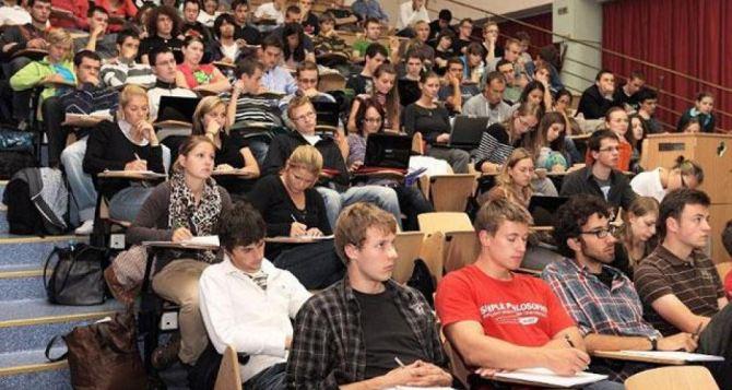 Размер стипендий в ЛНР увеличен на 20% с 1октября 2018 года