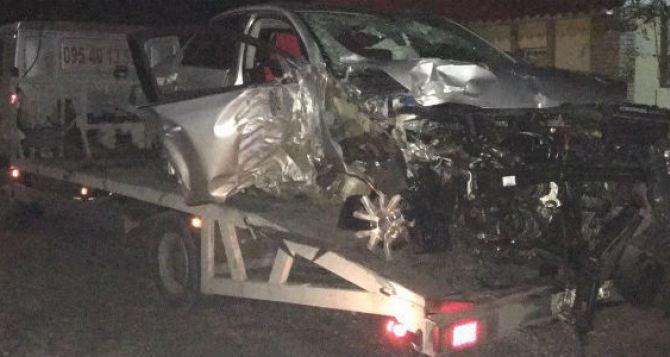 На городкеОР автомобиль врезался в дерево. Пьяный водитель погиб. ФОТО