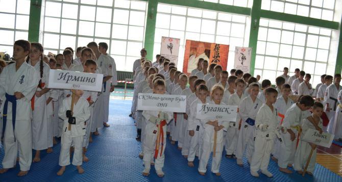 Более 220 спортсменов приняли участие в первенстве по каратэ