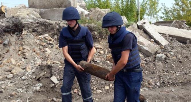 В Луганске в здании жители обнаружили взрывоопасный предмет