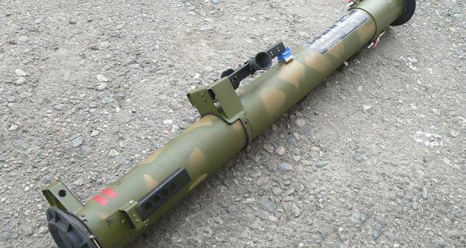 В Луганске в районе кладбища нашли бесхозный реактивный огнемет