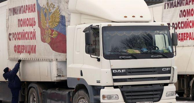 Что выгружают в Луганске из автомобилей гумконвоя МЧСРФ