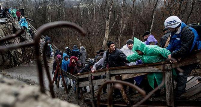 Переход через КПВВ «Станица Луганская» опасен для пожилых людей