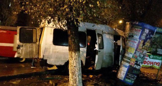 В Луганске на улице Чапаева столкнулись две «Газели», есть пострадавшие