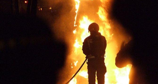 После пожара в Станице Луганской, парень вытащивший из огня своего деда попал в реанимацию