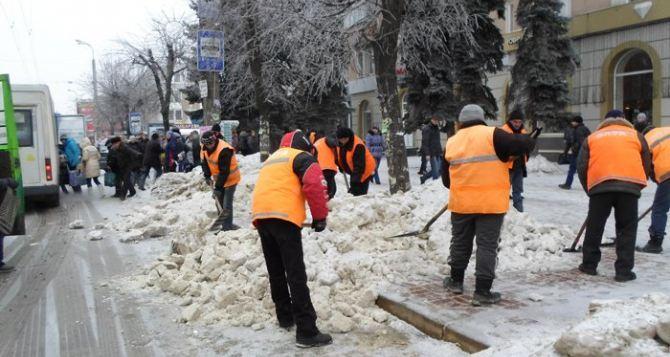 Ледяные колеи, глыбы и замёрзшие ледяные кучи на дорогах— обыденность этой зимы в Луганске. ВИДЕО от луганчан