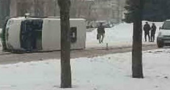 В Луганске перевернулась маршрутка в районе «Колоса», другая попала в ДТП на «Буревестнике»