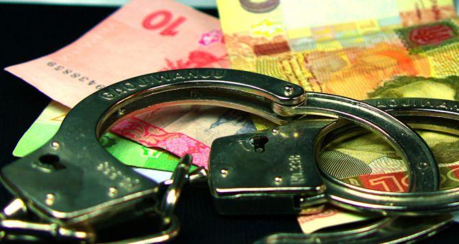 Руководитель налоговой инспекции попался на взятке  30 тыс. грн. в Луганской области