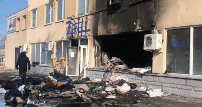 В Харькове сожгли цеха и складские помещения крупной обувной фирмы. ФОТО с камер наблюдения