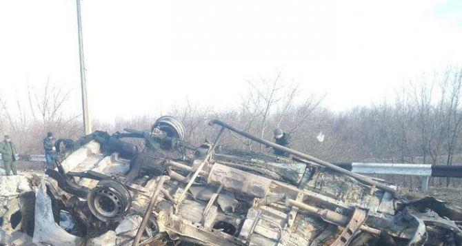 На КПВВ «Еленовка» сегодня подорвался гражданский микроавтобус. Двое погибших, один ранен. ФОТО, ВИДЕО