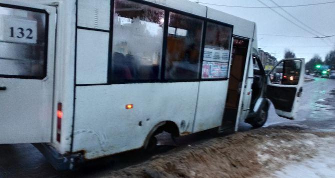 В Луганске проверили маршрутки: не соблюдают правила движения и эксплуатируют неисправные автобусы