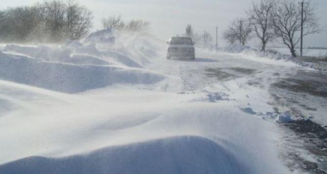 Полностью занесло снегом дороги в северной части Луганской области. Не проехать Белокуракино, Марковка, Новопсков ФОТО