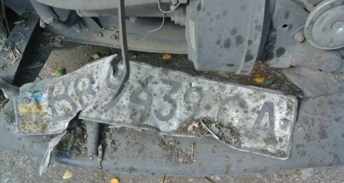 Автомобиль с двумя военными подорвался в Луганской области
