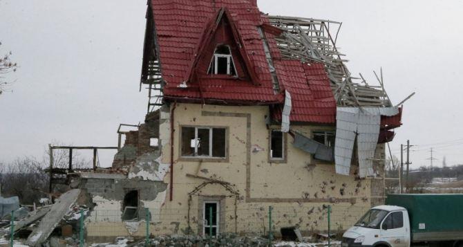 В Донбассе посчитали количество разрушенных войной жилых домов