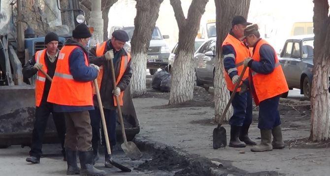 Луганские коммунальщики принимают поздравления с профессиональным праздником