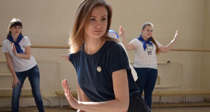Студентки, спортсменки, красавицы— в Луганске открыли школу вожатых. ФОТО