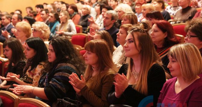 Луганские театральные деятели получили награды и звания в честь профессионального праздника