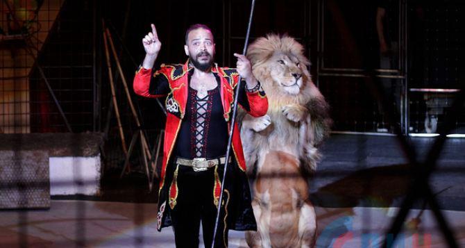 Правда о нападении льва на дрессировщика в Луганском цирке