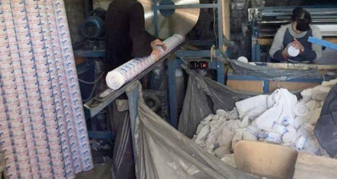 Недалеко от Бахмутки  у линии фронта  наладили производство «левой» туалетной бумаги