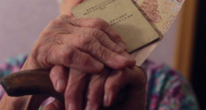 Больше половины переселенцев из Луганска до сих пор не получили мартовскую пенсию